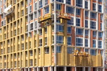 Reforma de fachada con aislamiento térmico (SATE) de mineral de roca.