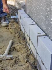 Reforzando aislamiento de fachada con placas cerámicas